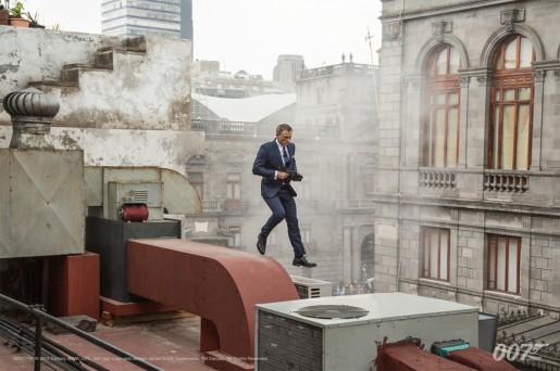 Bond sur les toits de Mexico.