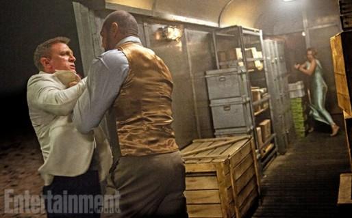 James Bond, dans un train au Maroc.