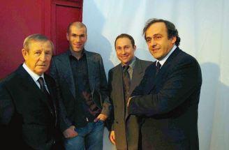 Raymond Kopa, Zinedine Zidane, Jean-Pierre Papin et Michel Platini, les quatre vainqueurs français du Ballon d'Or.